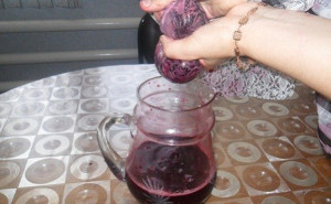 Виноградный сок с помощью марли