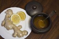 для борьбы с простудой подойдет имбирь с лимоном
